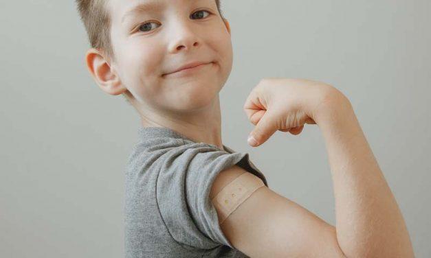 Considerando la vacunación obligatoria de los niños para Covid 19