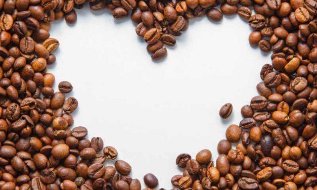 Consumo de café y Taquiarritmias incidentales: comportamiento reportado, randomización mendeliana y sus interacciones